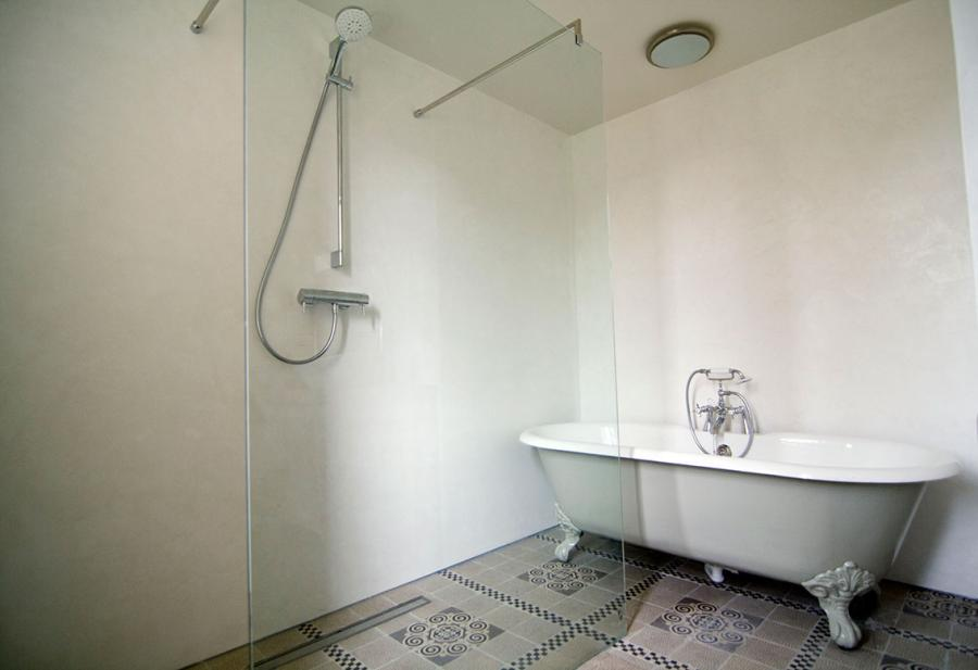 https://www.artisanstuccomortars.com/media_c/photobook/_fotoboeklarge_waterproof_stucwerk_badkamer_04_bburg.jpg